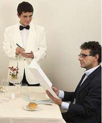 cameriere al tavolo